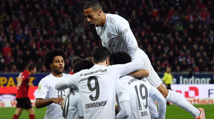 Bayern uzatmalarda güldü