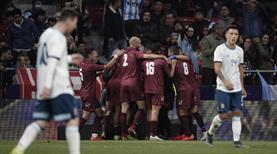 Messi'nin dönüş maçında tangoyu Venezuela yaptı! (ÖZET)