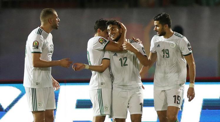 Slimani coçtu, Cezayir lider çıktı