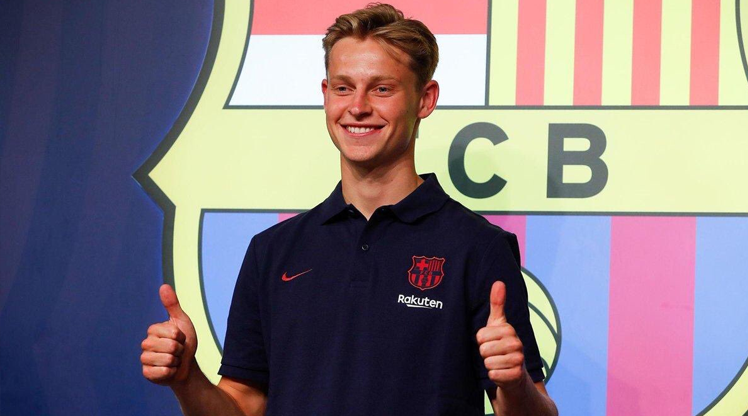 Barcelona De Jong'u tanıttı