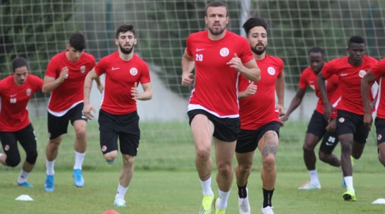 Antalyaspor 4 eksikle çalıştı