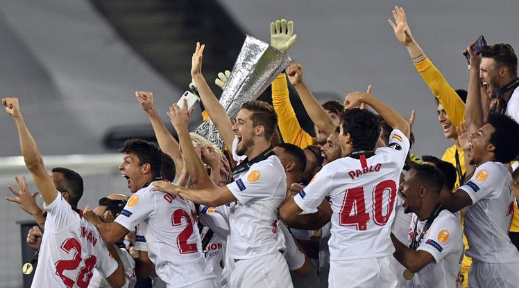 Kupa ikiye Sevilla damgası