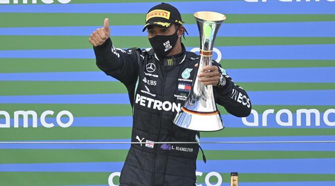 Hamilton, Schumacher'i geçti