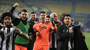 Beşiktaş derbi zaferini doyasıya kutladı