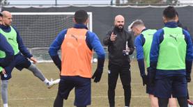 Erzurumspor antrenörler eşliğinde çalıştı