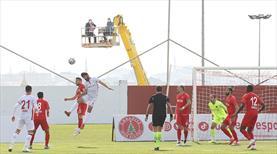 Boluspor Başkanı Abdullah Abat, takımının maçını vinç üstünde izledi
