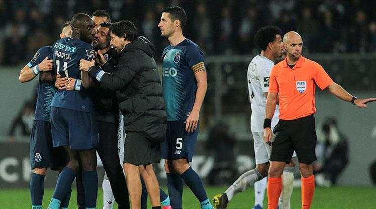 Avrupa'da yükselen ırkçılık futbolu da zehirliyor