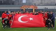 Göztepe antrenmanında Mehmetçiklere destek