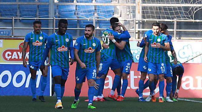 Milan Skoda gollerine devam ediyor