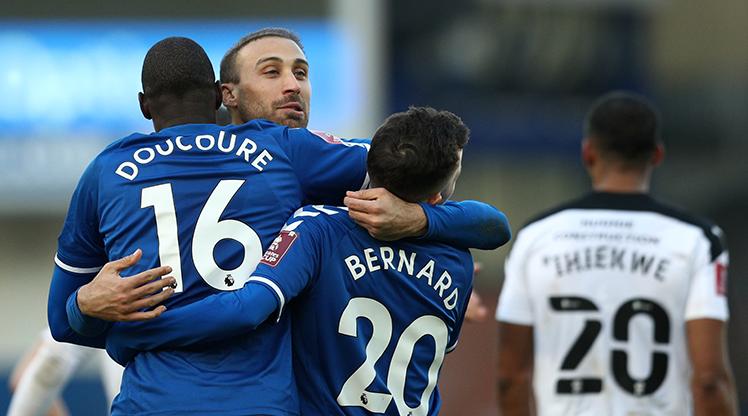 Cenk Tosun attı, Everton turladı
