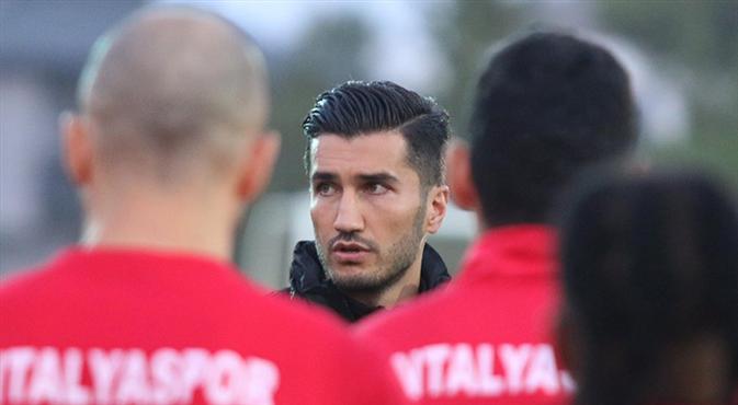 Nuri Şahin'in ekibi netleşiyor