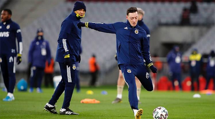 Mesut Özil ilk kez 11'de