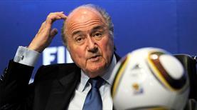 Sepp Blatter futboldan men edildi