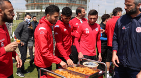 Antalyaspor idmanında tatlı ikramı