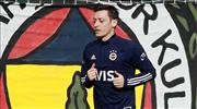 Mesut Özil koşulara başladı