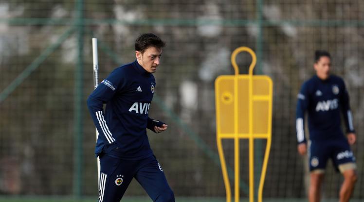 Mesut Özil takıma döndü