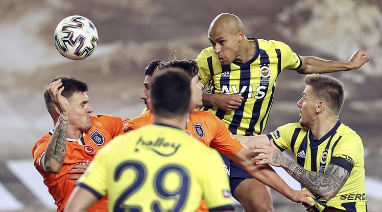 Fenerbahçe, M. Başakşehir'e konuk oluyor