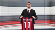 Zlatan 1 yıl daha Milan'da