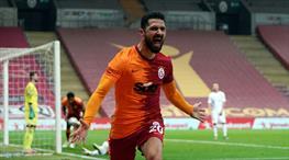 İZLE | Emre Akbaba, Galatasaray'ı ipten aldı
