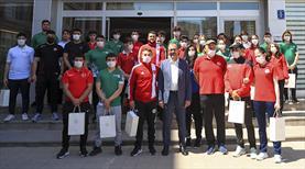 Bakan Kasapoğlu sporcularla bayramlaştı