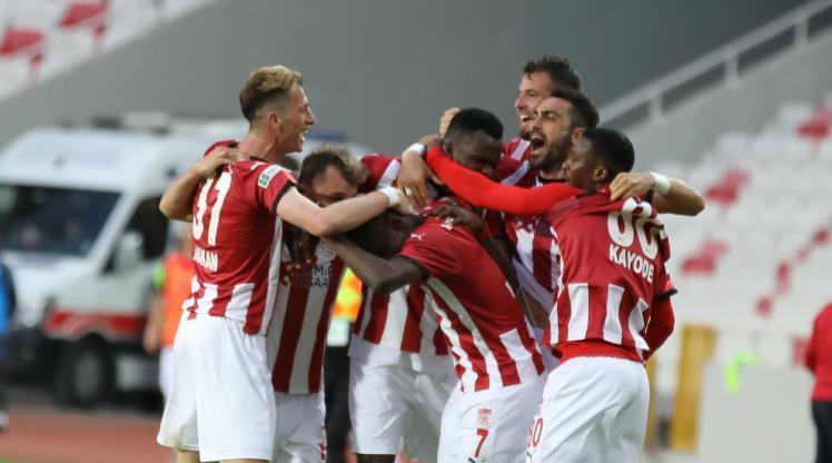 Sivasspor'da 11 futbolcunun sözleşmesi bitiyor