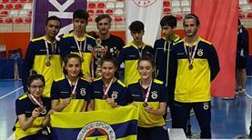 Masa tenisine Fenerbahçe damgası