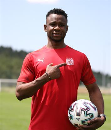 Leke James, Sivasspor taraftarına garanti verdi
