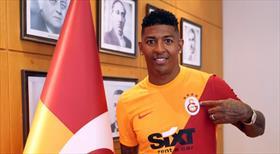 Van Aanholt, Galatasaray'a imzayı attı