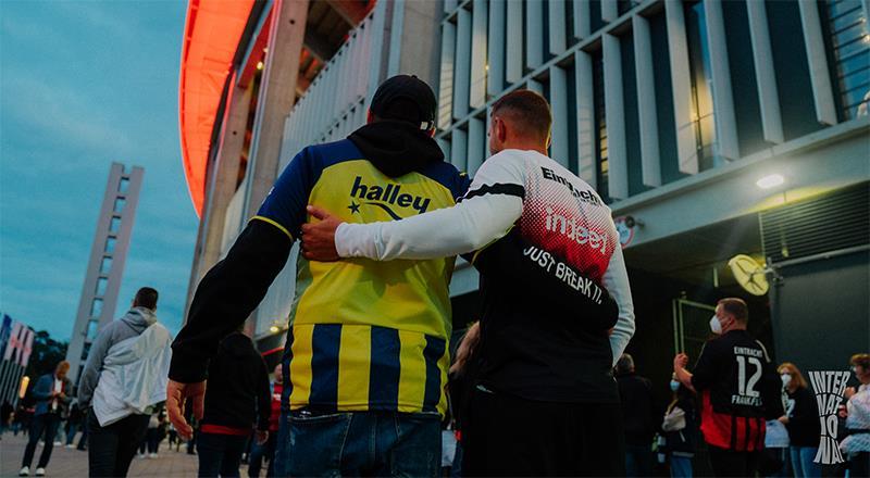 E.Frankfurt'tan Fenerbahçe taraftarlarına hoş geldin mesajı