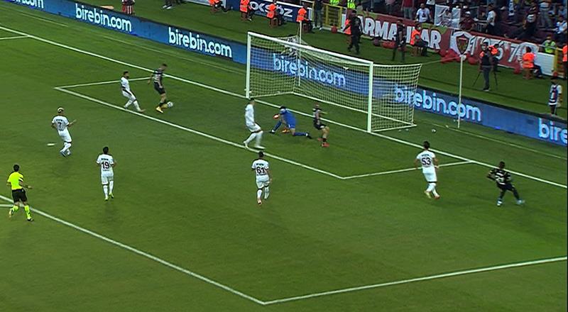 Fenerbahçe inanılmaz golü kaçırdı